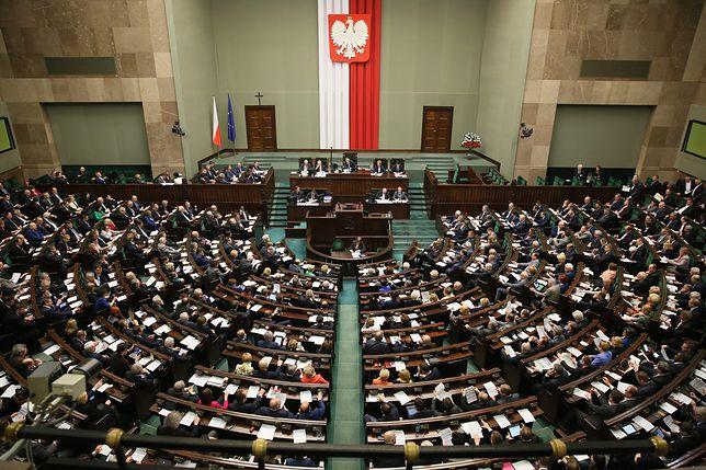 Czy posłowie powinni być chronieni immunitetem? Polacy nie mają wątpliwości