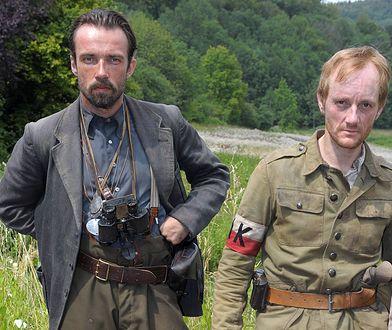 Aktorzy Lucas Gregorowicz i Michael Ihnow podczas kręcenia kontrowersyjnej sceny w 2011 r.