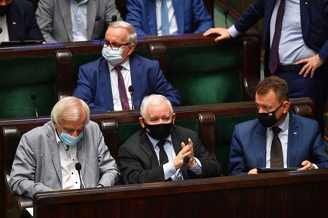 PiS z dużą przewagą, ciekawie na opozycji. Nowy sondaż