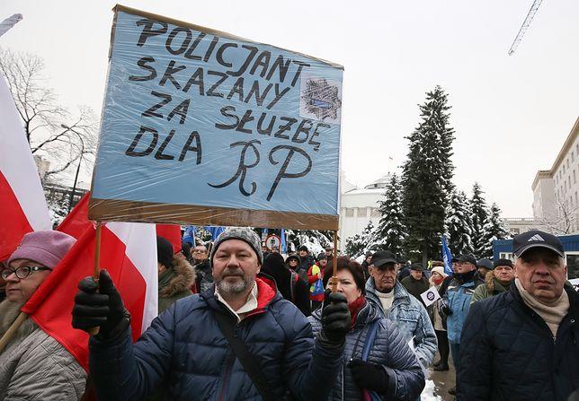 Protesty przeciw ustawie dezubekizacyjnej