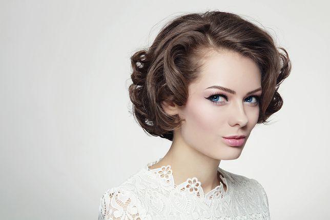 Fryzury ślubne na krótkie włosy z grzywką są trwałe i łatwe do zrobienia
