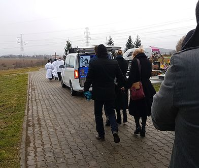 Setki mieszkańców miasta towarzyszyły w ostatniej drodze zamordowanej rodziny z Ząbkowic Śląskich