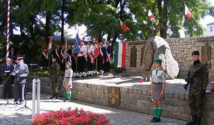 Pod pomnikiem poległych podczas Poznańskiego Czerwca'56 jednak uhonorowano ofiary katastrofy smoleńskiej