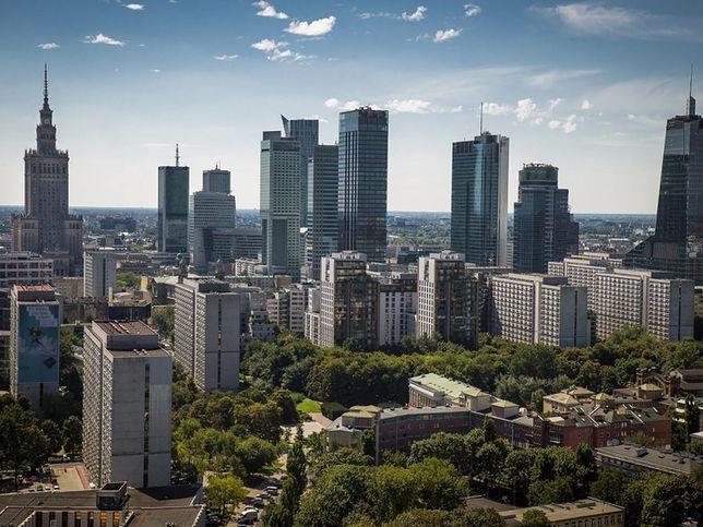 Warszawa. Najlepsze pensje w stołecznym magistracie. Nawet w rządzie tak nie płacą