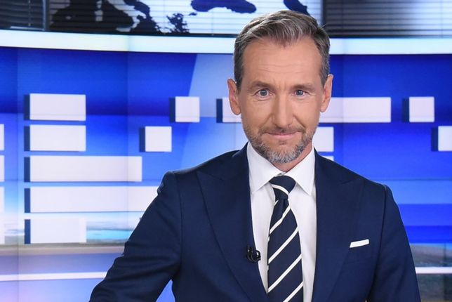 """Piotra Kraśkę w """"Faktach"""" TVN możemy oglądać do lipca 2020 r."""