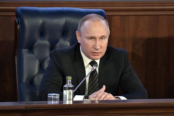 """Ponad tysiąc pięćset dziennikarzy """"przesłucha"""" Władimira Putina"""