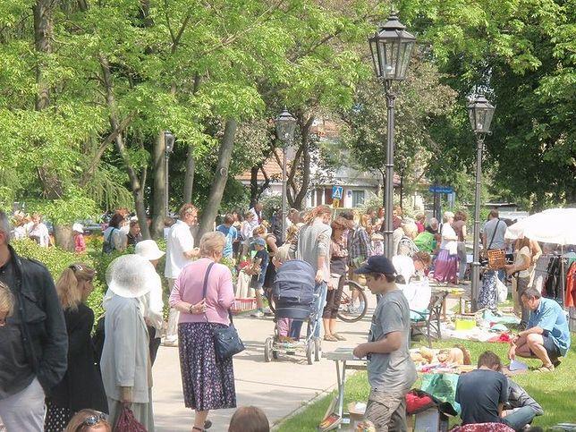 Warszawa. Babie Lato na Sadybie to już wieloletnia tradycja. Tak tłumnie mieszkańcy uczestniczyli w imprezie w 2017 roku (Facebook.com)