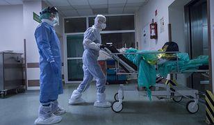 """Koronawirus. W szpitalach brakuje miejsc dla chorych na COVID-19. """"Mamy tu dramat"""""""