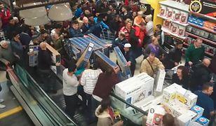 W USA w trakcie Black Friday ludzie dosłownie wyszarpują sobie zakupy z rąk