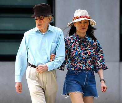 Woody Allen na spacerze z żoną. Są małżeństwem już 27 lat