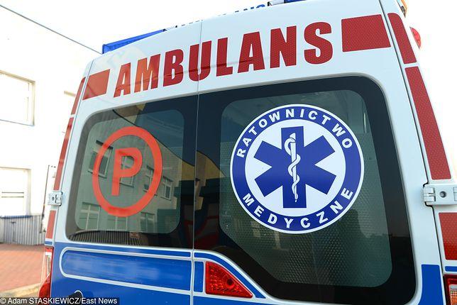 Karetki zabrały do szpitala kierowcę tira i policjanta