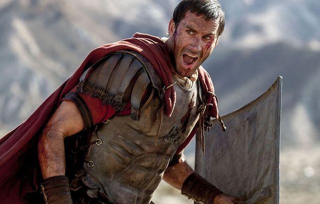 Joseph Fiennes w roli rzymskiego trybuna tropiącego uczniów Jezusa