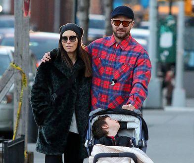 Justin Timberlake i Jessica Biel na spacerze z synem