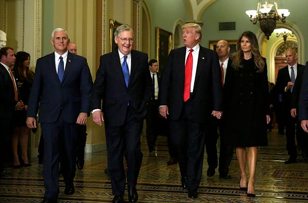 Mike Pence, Mitch McConnell, Donald Trump i Melania Trump