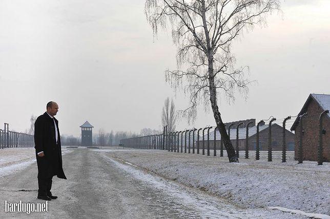 Naftali Bennett podczas wizyty w Niemieckim Nazistowskim Obozie Auschwitz - Birkenau