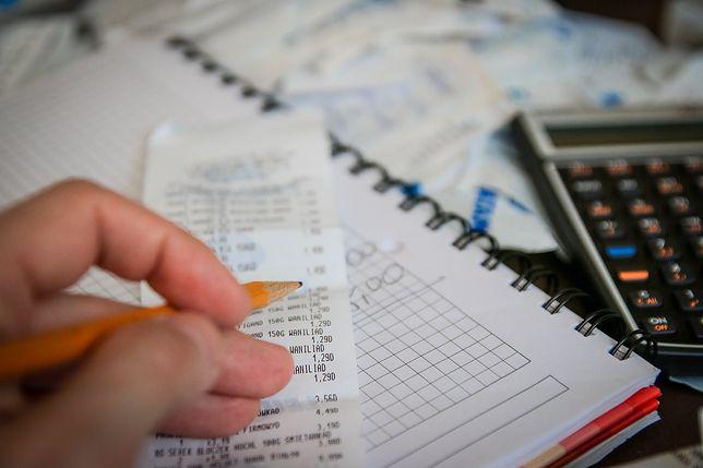 Jak zarządzać pieniędzmi i planować budżet? Mężatka skarży się na teściową