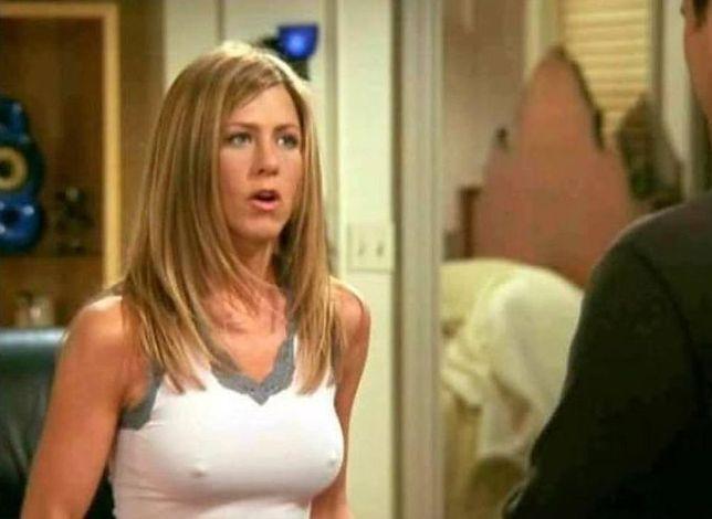 Fani pytali Jennifer Aniston o jej sterczące sutki. Gwiazda w końcu odpowiada