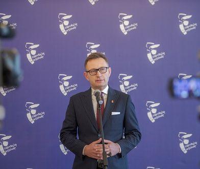 Warszawa. Wiceprezydent stolicy, Paweł Rabiej w czasie briefingu prasowego.