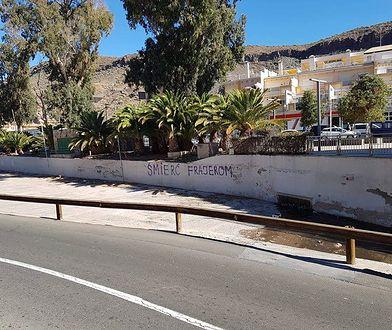 Taki napis pojawił się na murze na Gran Canarii