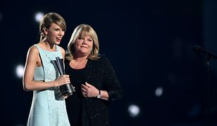 Najpiękniejsze piosenki na Dzień Matki. Znasz wszystkie? [TOP5]