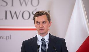 """Sebastian Kaleta skomentował raport KE. """"Rzucanie grochem o ścianę"""""""