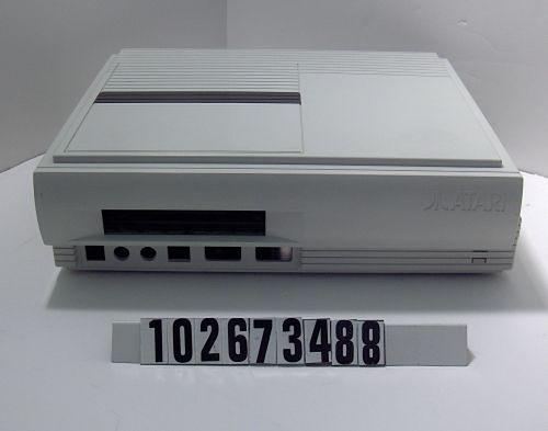 Prototyp Atari Falcon MicroBox. Obudowa o wymiarach 8,89 cm x 12,48 cm x  25,4 cm.