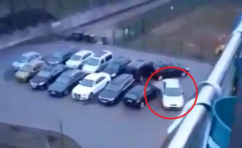 GTA na parkingu. Sytuację nagrała kamera