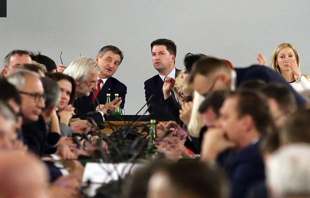 Posiedzenie posłów ws. ustawy budżetowej w Sali Kolumnowej 16 grudnia