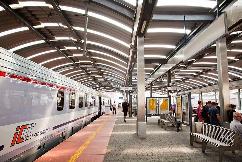 PKP potrafi zaskoczyć. Przez opóźnienie… zatrzymali pociąg dla pasażerki