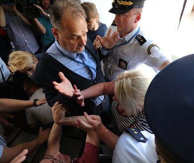 Awantura w Sejmie. Kto atakował, a kto był atakowany? Dwie wersje zdarzeń