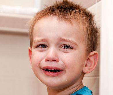 """""""Czy trzeba mieć zapalenie płuc, mając 2 lata, żeby zasłużyć na pobyt w domu?"""" - pyta internautka."""