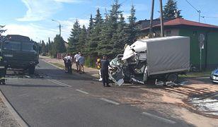 Koluszki. Wypadek wojskowej ciężarówki i busa. 5 osób rannych