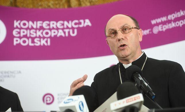 W niedzielę w kościołach będzie odczytana specjalna odezwa biskupów do wiernych po filmie Tomasza Sekielskiego