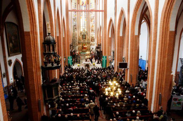 Niekonwencjonalne wyznania. W co wierzą Polacy, jeśli nie w Chrystusa?