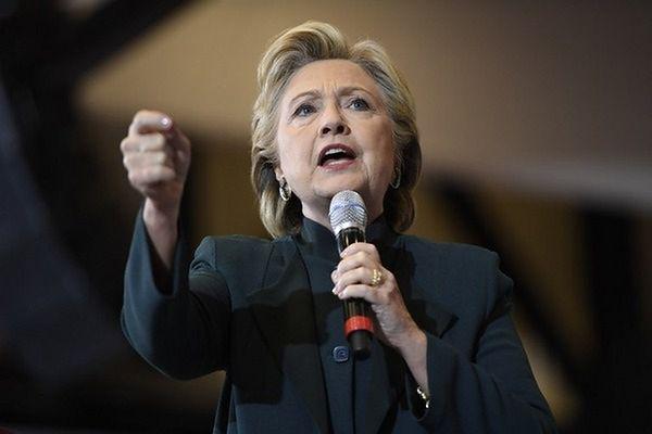 Clinton zapewnia, że w nowych mailach nie ma nic kompromitującego