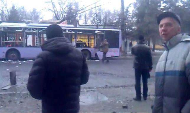 """Separatyści przywożą mieszkańcom """"winnego"""" ostrzału przystanku w Doniecku"""