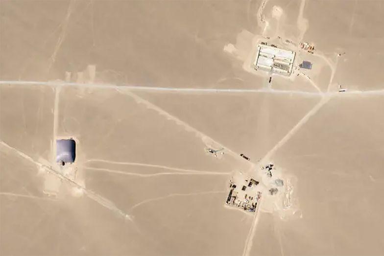 Satelita uchwycił, co Chińczycy budują na pustyni. Jest się czego bać