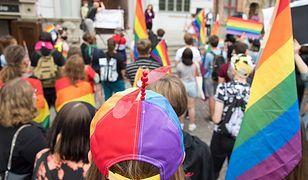 """""""LGBT to nowa religia"""". Socjolog UW Michał Łuczewski krytykuje ludzi kultury za list do szefowej Komisji Europejskiej."""