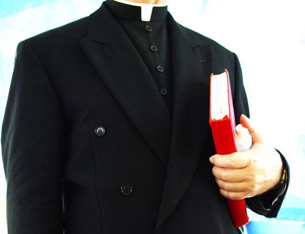Samobójstwo księdza z Włoch, który zgwałcił nastolatkę