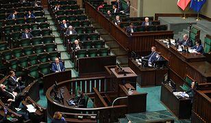 Koronawirus w Polsce. Sejm obraduje ws. głosowania korespondencyjnego.