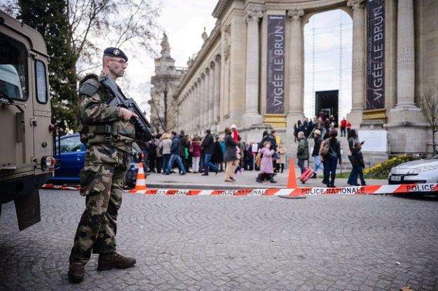 Paryski sylwester w cieniu zamachów terrorystycznych