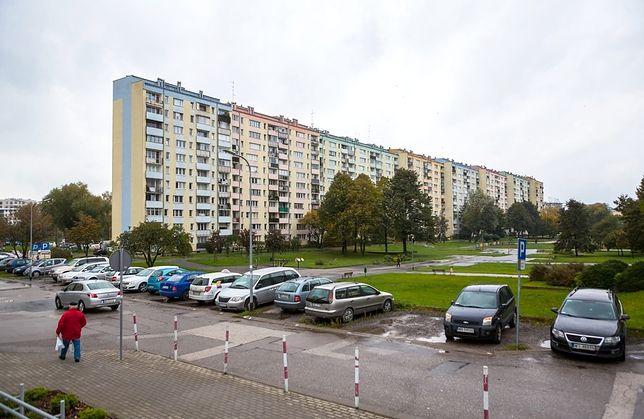 Wydzielone parkingi nie mogą mieścić się pod samym budynkiem.
