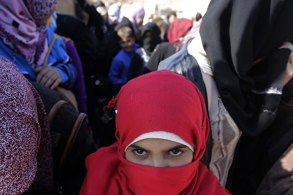 W Syrii kobiety ofiarami sił reżimowych i rebeliantów - raport Human Rights Watch