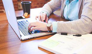 Laptop do biura powinien zapewniać komfort pracy przez 8 godzin