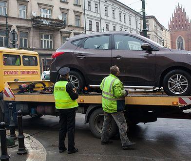 Przyczyn odholowania pojazdu może być kilka. Najczęściej to nieprawidłowe parkowanie