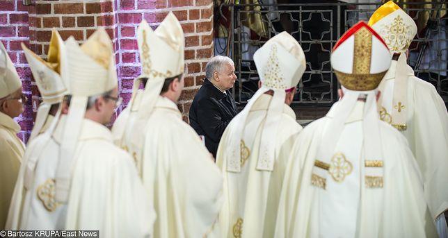 Jarosław Kaczyński w Katedrze Gnieźnieńskiej na obchodach 1050-lecia chrztu Polski, 2016