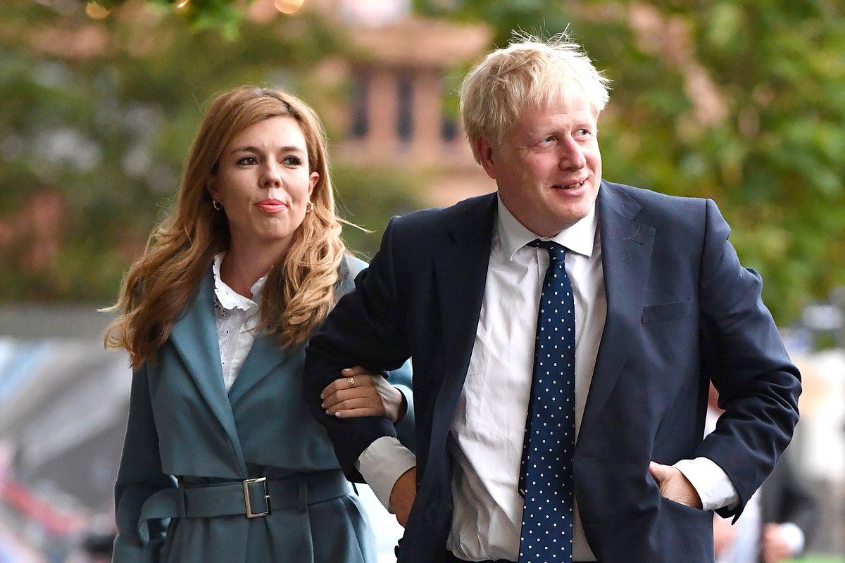 Ile dzieci ma Boris Johnson? Brytyjski premier zdradził tajemnicę. Na zdjęciu szef brytyjskiego rządu Boris Jonhson z żoną Carrie Symonds
