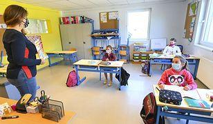 Powrót do szkół. Rozporządzenie MEiN ws. nauczania hybrydowego