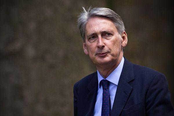 """Philip Hammond grozi Unii Europejskiej. W przypadku """"twardego"""" Brexitu Wielka Brytania stanie się rajem podatkowym"""