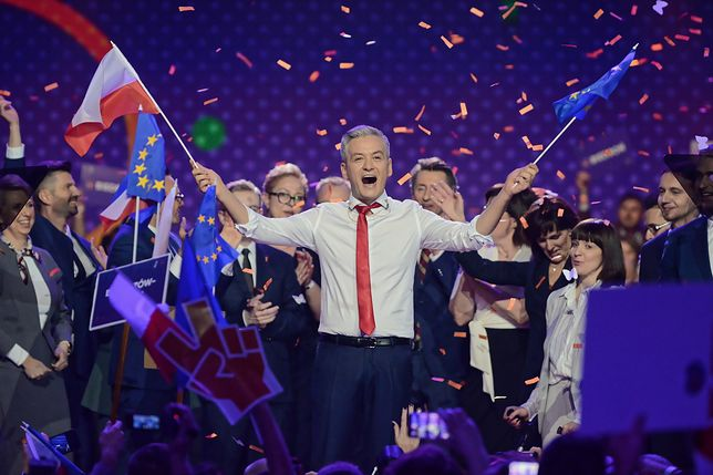 Konwencja partii Biedronia obfitowała w unijne flagi